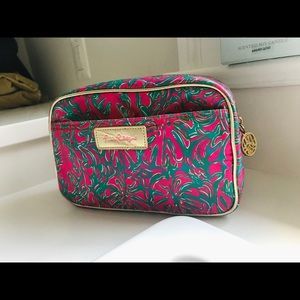 RARE Lilly pulitzer makeup bag ✨